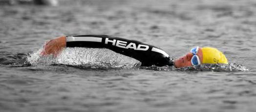 Triathlet in HEAD Black Marlin und Zoggs Predator Schwimmbrille